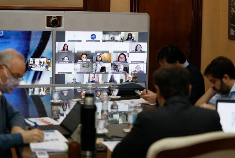 Kicillof se reunió con especialistas e intendentes para analizar la situación epidemiológica de la provincia