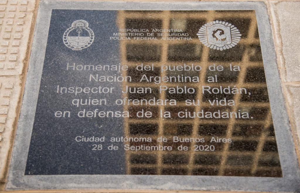 Homenaje al fallecido Inspector Juan Pablo Roldán