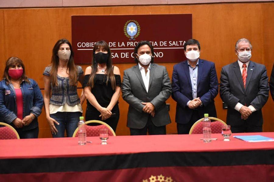 firmaron acuerdos para fortalecer emprendimientos y mejorar espacios de primera infancia el ministro de desarrollo social y el Gobernador de Salta