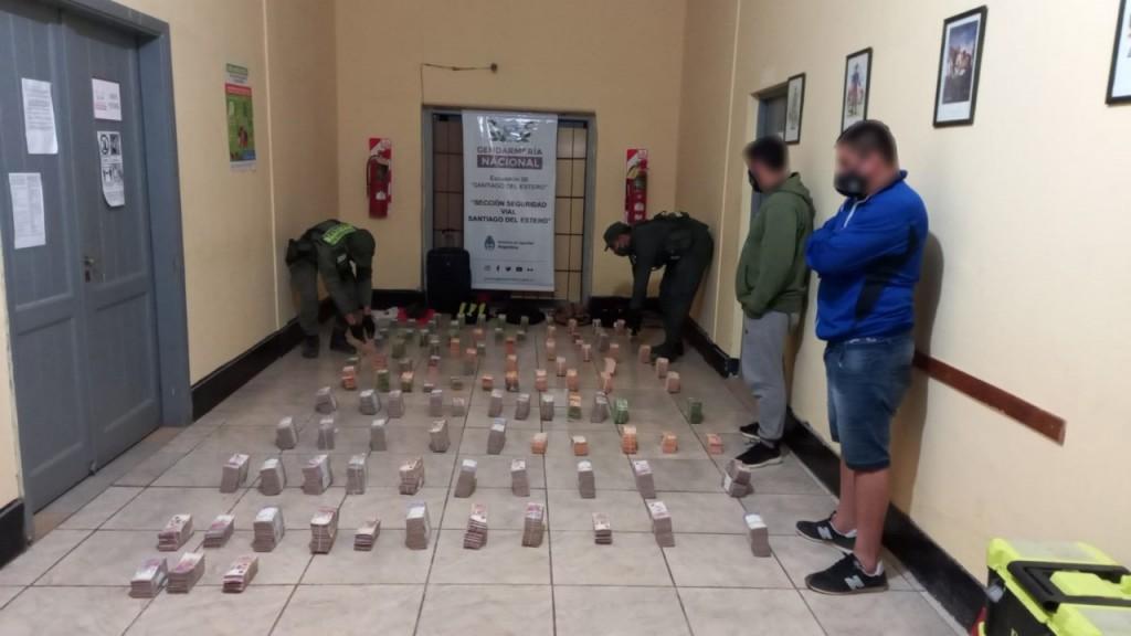 Gendarmería halló más de 44 millones de pesos sin aval en un control de ruta en Santiago del Estero