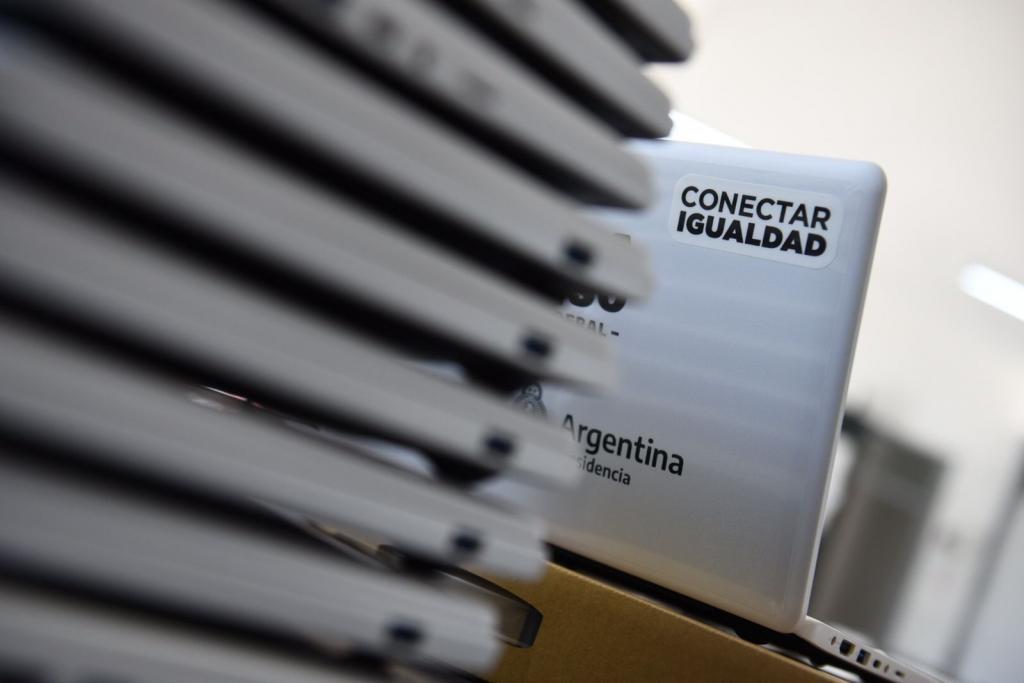 El Gobierno Nacional entregó netbooks de Conectar Igualdad a estudiantes de Hurlingham y San Martín