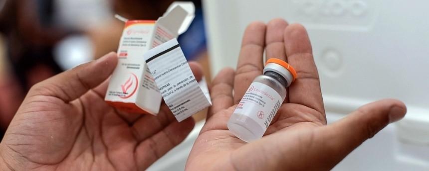 Entre lunes y miércoles llegarán al país tres embarques con más de 400.000 vacunas monodosis de CanSino