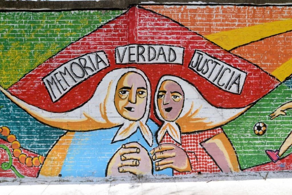 El Municipio de Morón  inauguró el primer mural del bicentenario del Banco Provincia