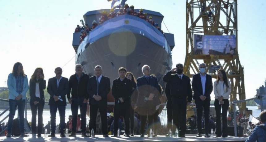Axel Kicillof y Jorge Taiana participaron de la botadura de una embarcación en el Astillero Río Santiago