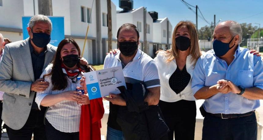 Ferraresi y Granados entregaron viviendas de Procrear II y Créditos Casa Propia en Ezeiza
