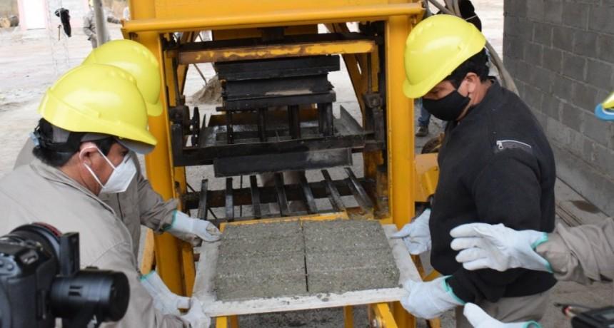 Se puso en marcha una planta de producción de ladrillos en base a PET desarrollados por el CONICET