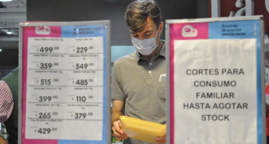 Lucas Ghi encabezó la recorrida por supermercados para garantizar el acuerdo de precios