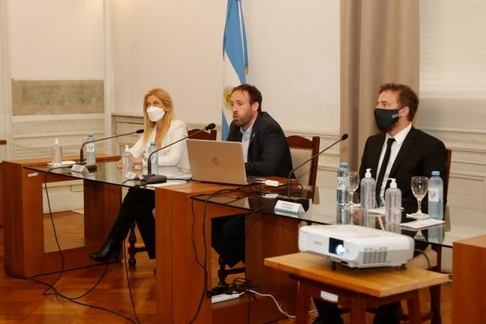 Pablo López, el Ministro de Hacienda y Finanzas, presentó el proyecto de Ley de Presupuesto e Impositiva 2021