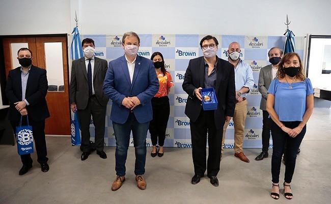 Claudio Moroni recorrió una industria en Almirante Brown y se reunió con el Intendente Mariano Cascallares