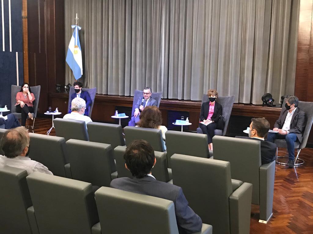 Nación se reunió con los productores de equipamiento médico para coordinar acciones de promoción del sector