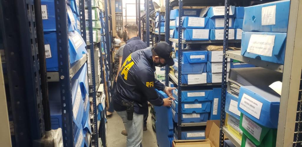 La AFIP desarticuló una organización dedicada a maniobras de evasión millonarias y la PFA detuvo a 11 personas