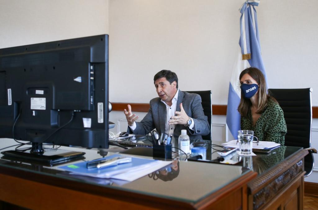 El ministro Daniel Arroyo y la directora del ANSES Fernanda Raverta se reunieron con los integrantes del COFEDESO