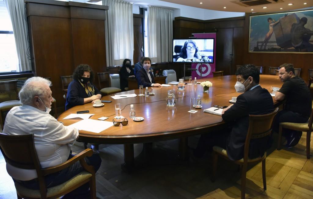 Gines González García compartió con sus pares del país los avances de las distintas estrategias sanitarias