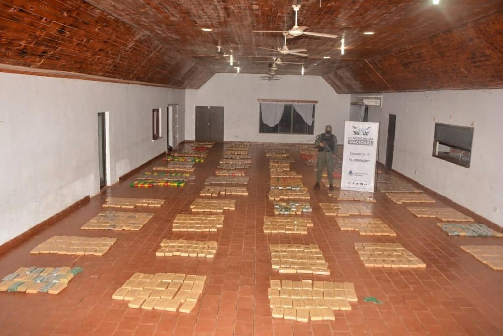 Gendarmería secuestró más de 3 toneladas de marihuana en dos operativos.