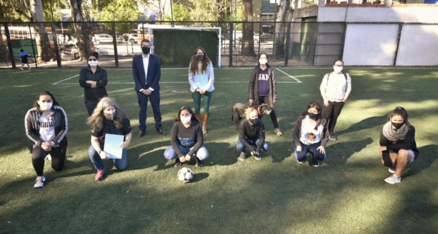 Lammens y Gómez Alcorta visitaron La Nuestra Fútbol Feminista en la Ciudad
