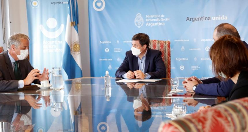 El Ministerio de Desarrollo Social firmo un convenio para fortalecer la producción y comercialización de la economía social