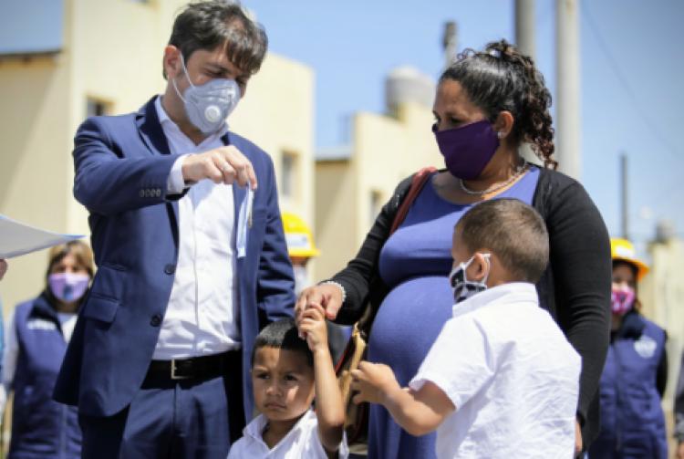 Axel Kicillof, Mariel Fernández y Máximo Kirchner entregaron 364 viviendas en el barrio La Perla