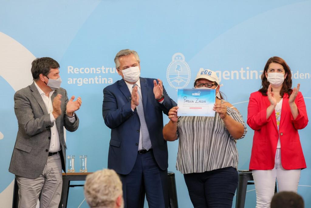 Coronavirus: El Presidente reconoció la labor y entregó un bono a los trabajadores sociocomunitarios