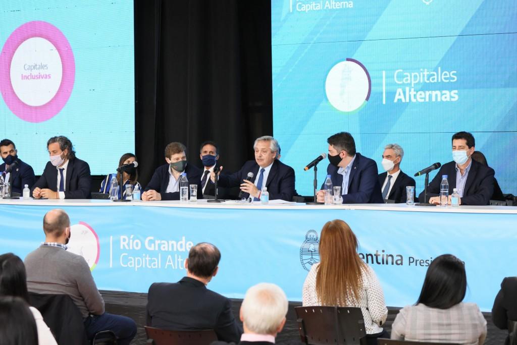 Capitales Alternas: El Presidente anunció obras y suscribió acuerdos en Tierra del Fuego