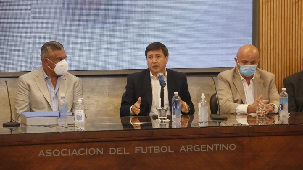 Arroyo convocó a los clubes de fútbol a trabajar en proyectos de inclusión de jóvenes