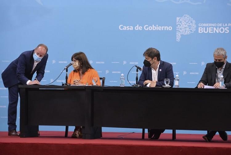 Kicillof y Ferraresi suscribieron convenios con intendentes e intendentas de la Provincia para potenciar la construcción de viviendas