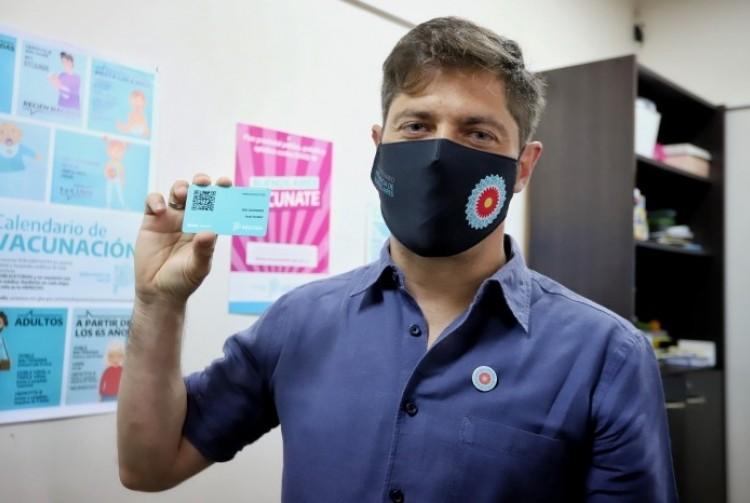"""Kicillof: """"Vacunarse es un acto de amor y de solidaridad para protegernos y cuidar a los demás"""""""